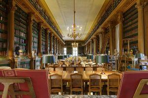 800px-Salle_de_lecture_de_la_Bibliotheque_Mazarine_Paris_n1