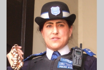 british police woman with fake rings