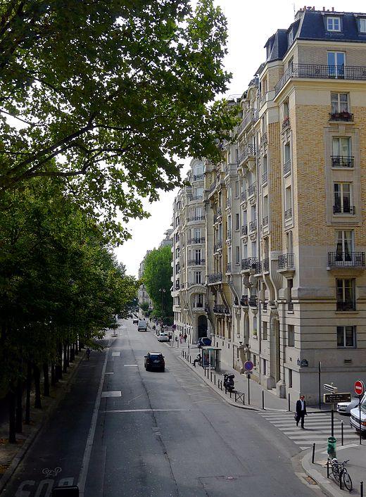 520px-P1040957_Paris_XVI_avenue_du_Président-Kennedy_rwk